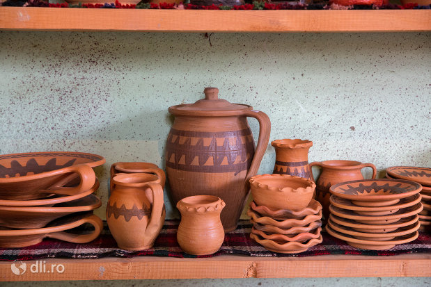 set-de-vase-de-la-ceramica-sacel-judetul-maramures.jpg