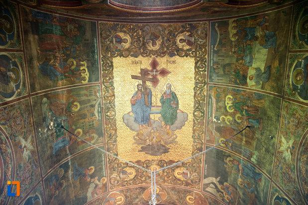 sfanta-treime-biserica-sf-apostoli-si-sf-gheorghe-din-caracal-judetul-olt.jpg