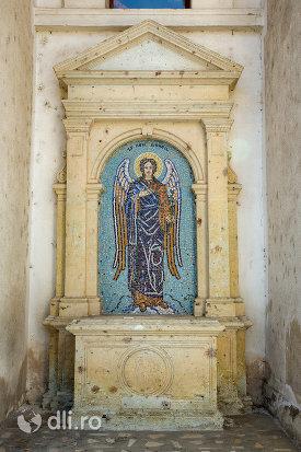 sfantul-gavril-biserica-ortodoxa-sf-apostoli-pertu-si-pavel-din-seini-judetul-maramures.jpg