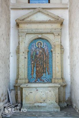 sfantul-mihail-biserica-ortodoxa-sf-apostoli-pertu-si-pavel-din-seini-judetul-maramures.jpg