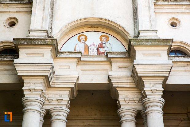 sfinti-biserica-sf-apistoli-petru-si-pavel-sf-cuvioasa-paraschiva-din-braila-judetul-braila.jpg