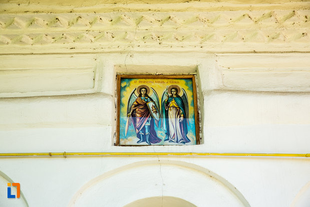 sfinti-de-la-biserica-sf-voievozi-cata-din-ramnicu-sarat-judetul-buzau.jpg