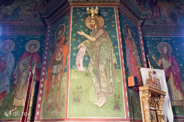 sfinti-din-biserica-greco-catolica-buna-vestire-din-oradea-judetul-bihor.jpg