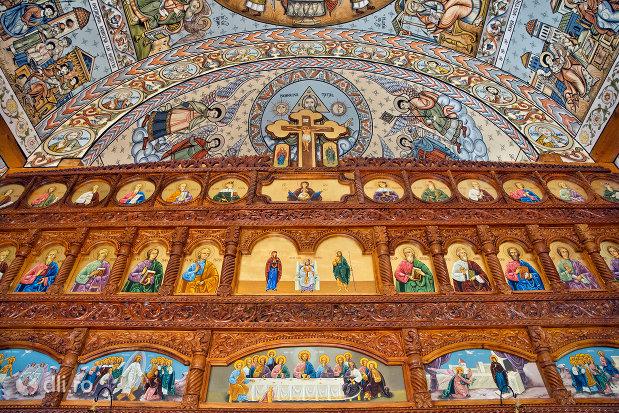 sfinti-din-biserica-noua-de-lemn-din-sighetul-marmatiei-judetul-maramures.jpg