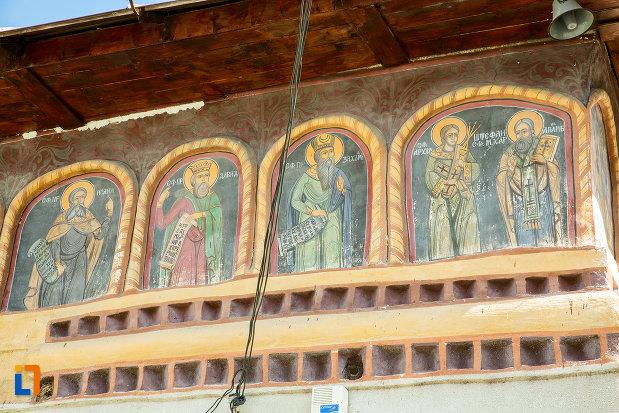 sfinti-pictati-pe-biserica-toti-sfintii-din-caracal-judetul-olt.jpg