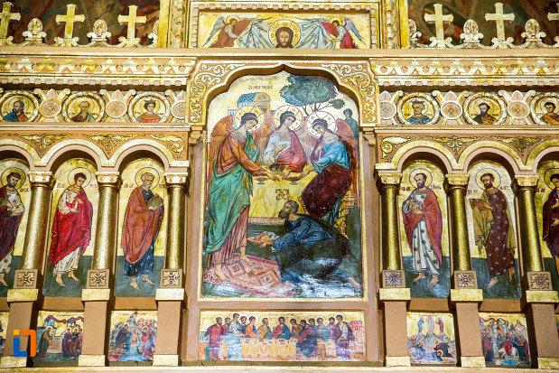 sfintii-din-catedrala-ortodoxa-sf-gheorghe-din-tecuci-judetul-galati.jpg
