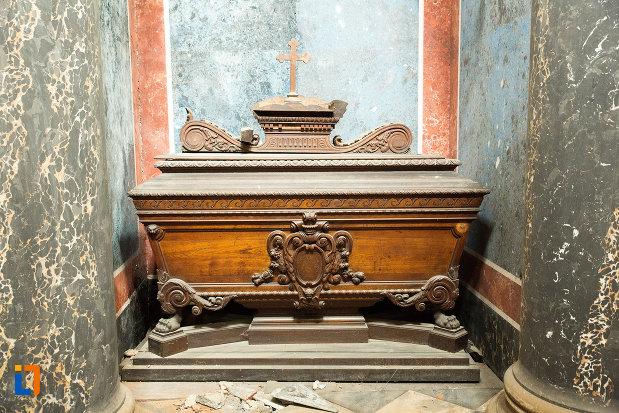 sicriu-de-familie-mausoleul-familiei-filisanu-din-filiasi-judetul-dolj.jpg