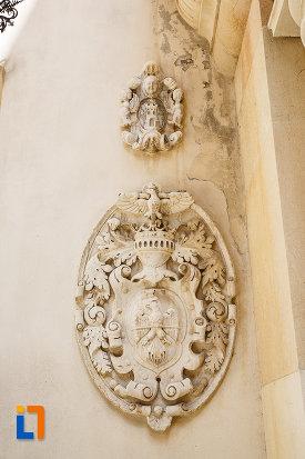 simbol-cu-soim-castelul-peles-din-sinaia-judetul-prahova.jpg
