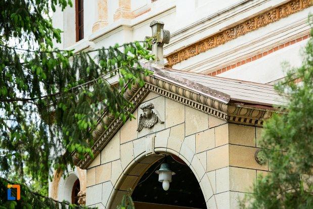simbol-de-pe-catedrala-sf-treime-din-corabia-judetul-olt.jpg