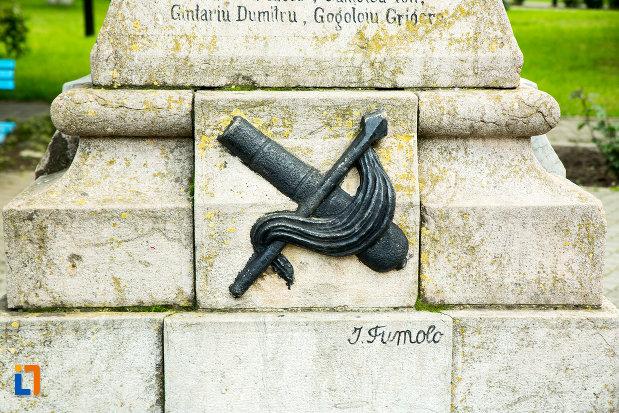 simbol-de-pe-monumentul-eroilor-din-vanju-mare-judetul-mehedinti.jpg