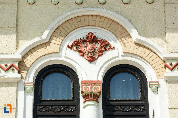 simbol-de-pe-prefectura-judetului-gorj-din-targu-jiu.jpg