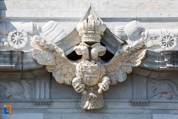 simbol-sculptat-pe-poarta-a-iii-a-a-cetatii-din-alba-iulia-judetul-alba.jpg