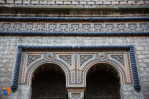 sinagoga-din-cetate-din-timisoara-judetul-timis-motive-decorative.jpg