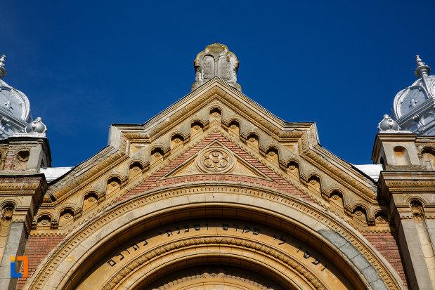sinagoga-din-fabric-din-timisoara-judetul-timis-detalii-ornamentale.jpg