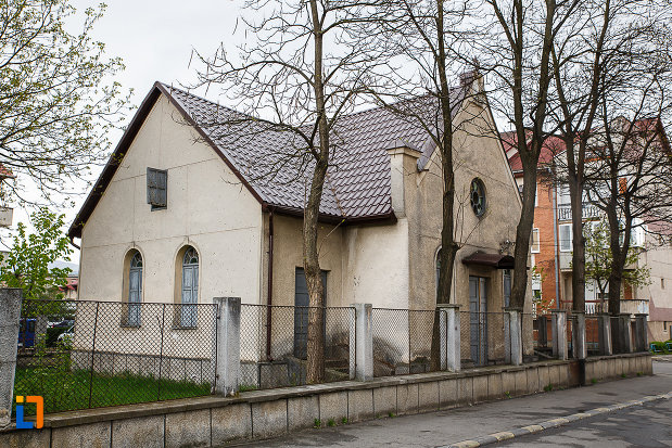 sinagoga-din-hateg-judetul-hunedoara-imagine-cu-gardul.jpg