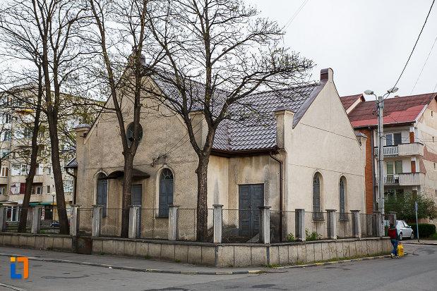 sinagoga-din-hateg-judetul-hunedoara-vazuta-din-lateral.jpg