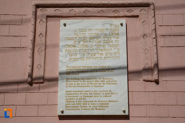 sinagoga-din-orastie-judetul-hunedoara-placuta-inscriptionata.jpg