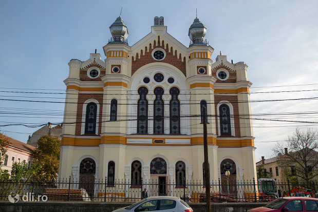sinagoga-ortodoxa-hevra-sas-din-oradea-judetul-bihor-vazuta-din-fata.jpg