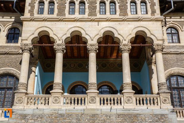 sir-de-coloane-de-la-castelul-cantacuzino-din-busteni-judetul-prahova.jpg