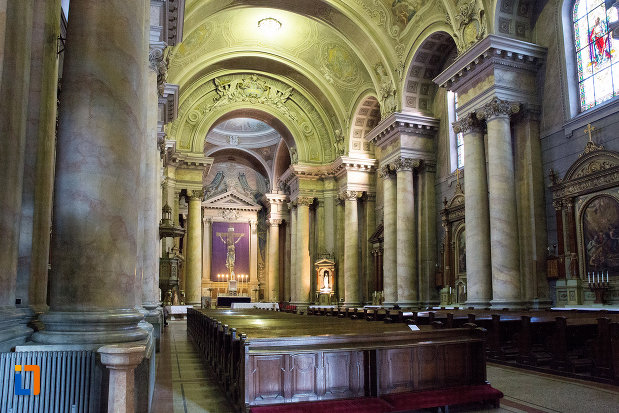 sir-de-coloane-din-catedrala-romano-catolica-din-arad-judetul-arad.jpg