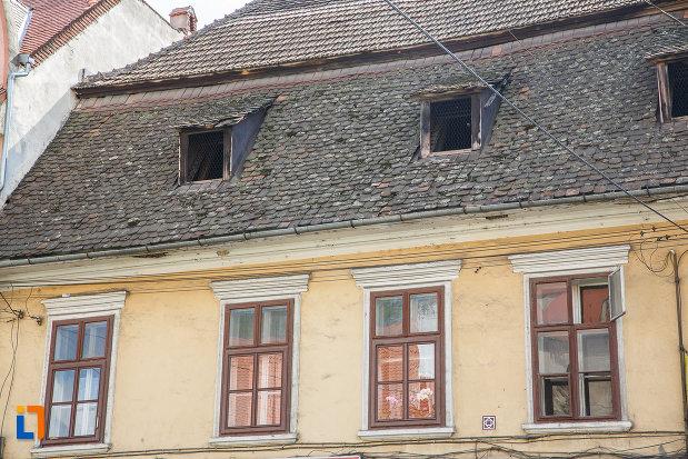 sir-de-ferestre-de-la-casa-de-pe-b-dul-lucian-blaga-nr-24-din-sebes-judetul-alba.jpg