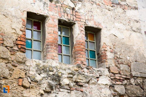 sir-de-ferestre-de-la-cetatea-aiudului-judetul-alba.jpg