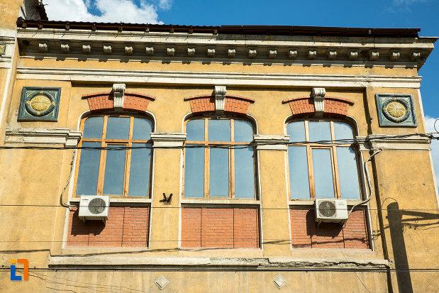 sir-de-ferestre-de-la-fosta-scoala-de-baieti-din-slatina-judetul-olt.jpg