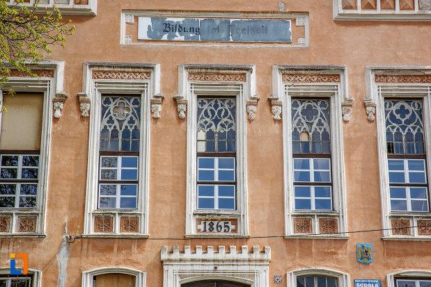sir-de-ferestre-de-la-gimnaziul-evanghelic-azi-scoala-generala-nr-2-1865-din-sebes-judetul-alba.jpg