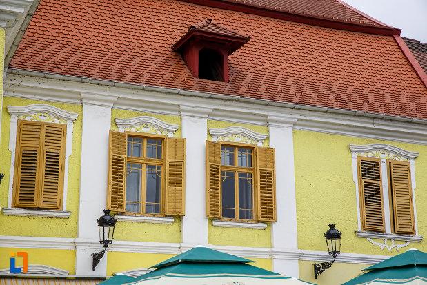 sir-de-ferestre-de-la-hanul-la-strugurele-de-aur-din-medias-judetul-sibiu.jpg
