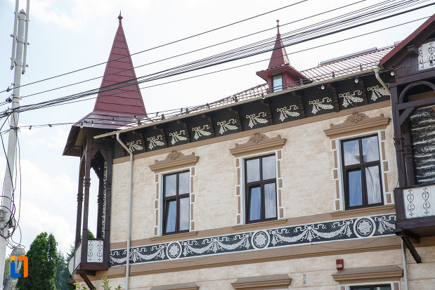 sir-de-ferestre-de-la-hotelul-carol-fosta-vila-1-1896-din-vatra-dornei-judetul-suceava.jpg