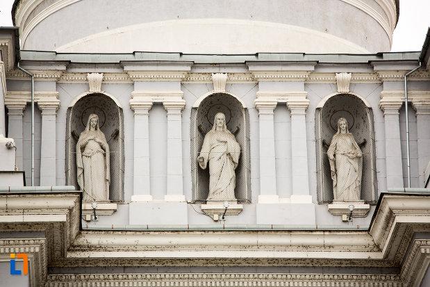 sir-de-statui-de-la-catedrala-romano-catolica-din-arad-judetul-arad.jpg