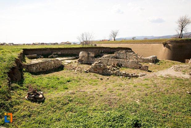 sit-arheologic-cu-locuintele-romane-din-alba-iulia-judetul-alba.jpg
