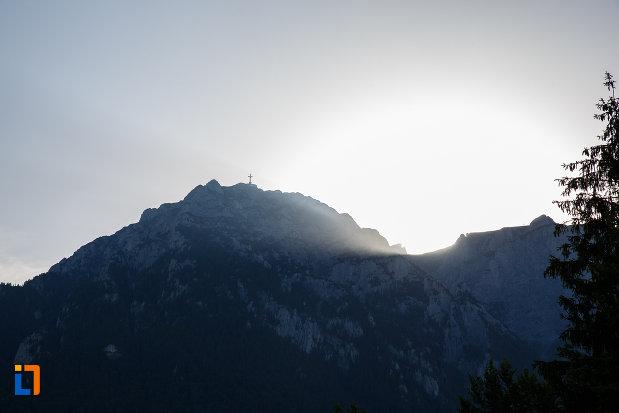 soarele-la-apus-castelul-cantacuzino-din-busteni-judetul-prahova.jpg