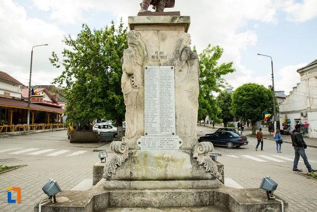 soclul-de-la-monumentul-eroilor-din-calafat-judetul-dolj.jpg