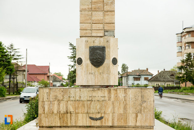soclul-de-la-monumentul-eroilor-din-cel-de-al-doilea-razboi-mondial-din-bailesti-judetul-dolj.jpg