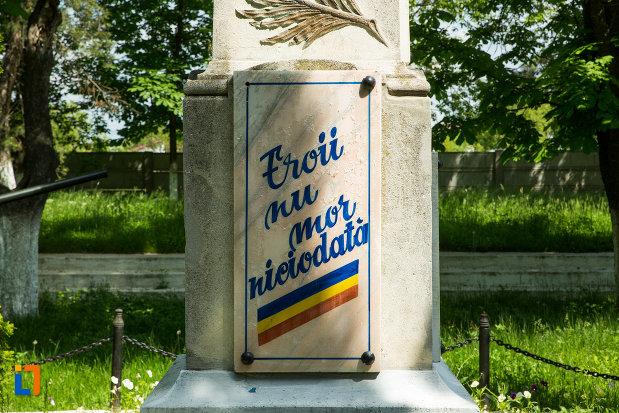 soclul-de-la-monumentul-eroilor-din-dragasani-judetul-valcea.jpg