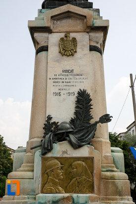 soclul-de-la-monumentul-eroilor-din-rosiori-de-vede-judetul-teleorman.jpg