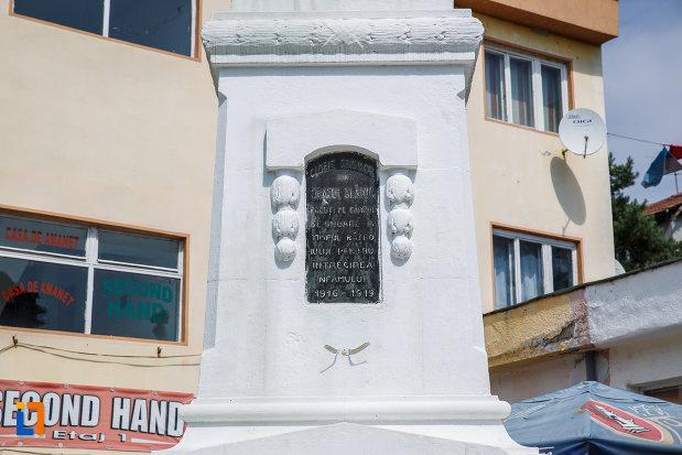 soclul-de-la-monumentul-eroilor-din-slanic-judetul-prahova.jpg