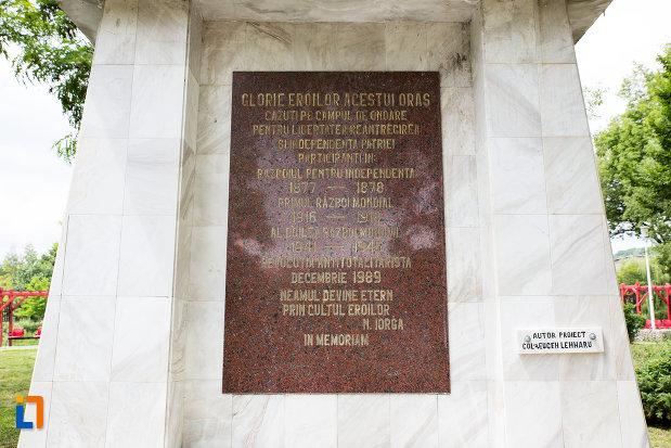 soclul-de-la-monumentul-eroilor-razboiului-de-independenta-din-moreni-judetul-dambovita.jpg