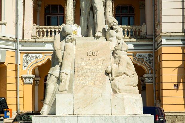 soclul-de-la-monumentul-inchinat-rascoalei-din-1907-din-buzau-judetul-buzau.jpg