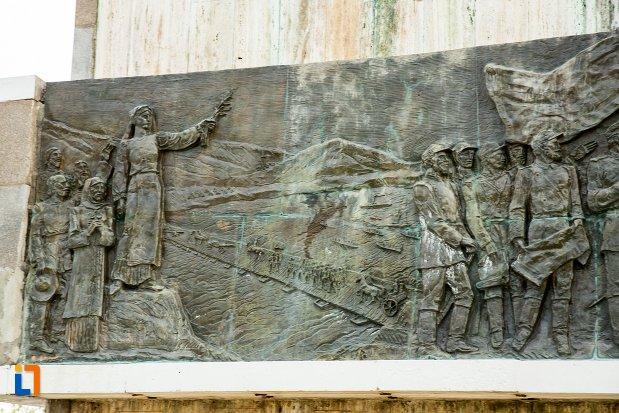 soclul-de-la-monumentul-independentei-de-langa-corabia-judetul-olt.jpg