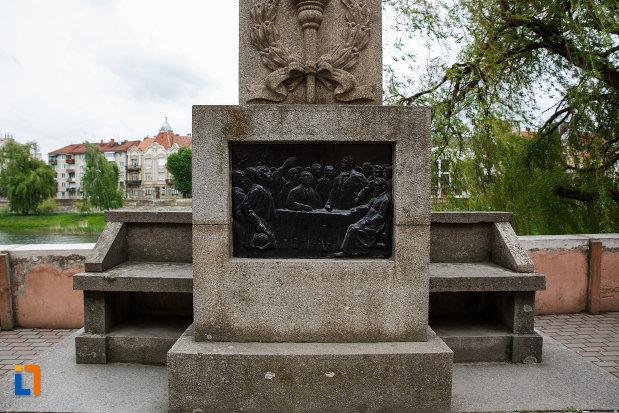soclul-de-la-monumentul-lui-coriolan-brediceanu-din-lugoj-judetul-timis.jpg