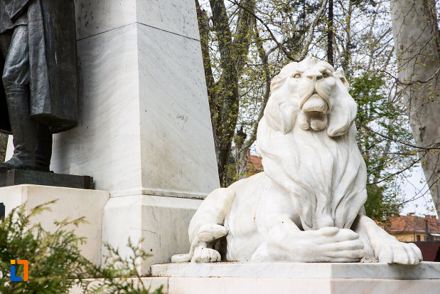 soclul-de-la-statuia-generalului-ion-dragalina-din-caransebes-judetul-cara-severin.jpg