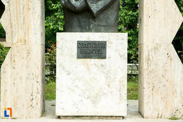 soclul-de-la-statuia-lui-constantin-brancusi-din-targu-jiu-judetul-gorj.jpg