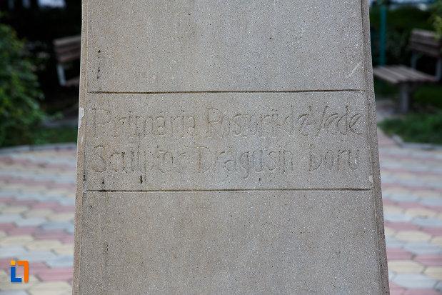 soclul-de-la-statuia-lui-marin-preda-din-rosiorii-de-vede-judetul-teleorman.jpg