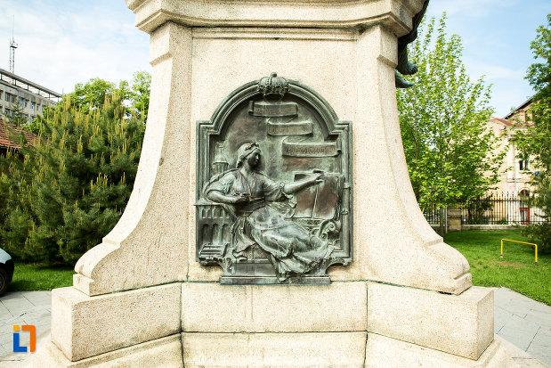 soclul-de-la-statuia-lui-stirbei-voda-din-craiova-judetul-dolj.jpg