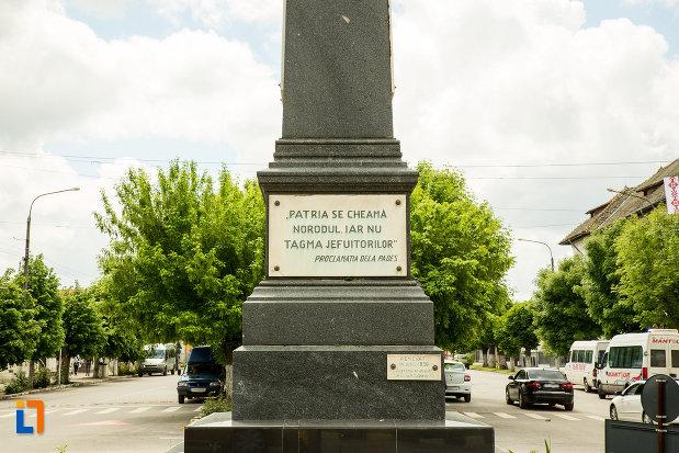 soclul-de-la-statuia-lui-tudor-vladimirescu-din-calafat-judetul-dolj.jpg