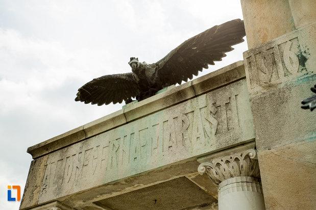 soimul-de-la-monumentul-eroilor-din-primul-razboi-mondial-din-drobeta-turnu-severin-judetul-mehedinti.jpg