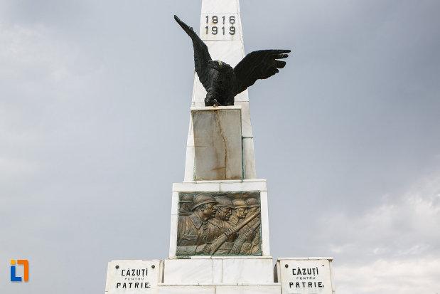 soimul-de-pe-monumentul-eroilor-din-babadag-judetul-tulcea.jpg