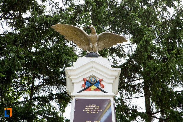 soimul-de-pe-monumentul-eroilor-din-fieni-judetul-dambovita.jpg